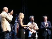 Ascanio Celstini con il Premio Orizzonti