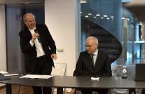 Il direttore artistico Nicola Sani, in piedi, e il presidente Marcello Clarich